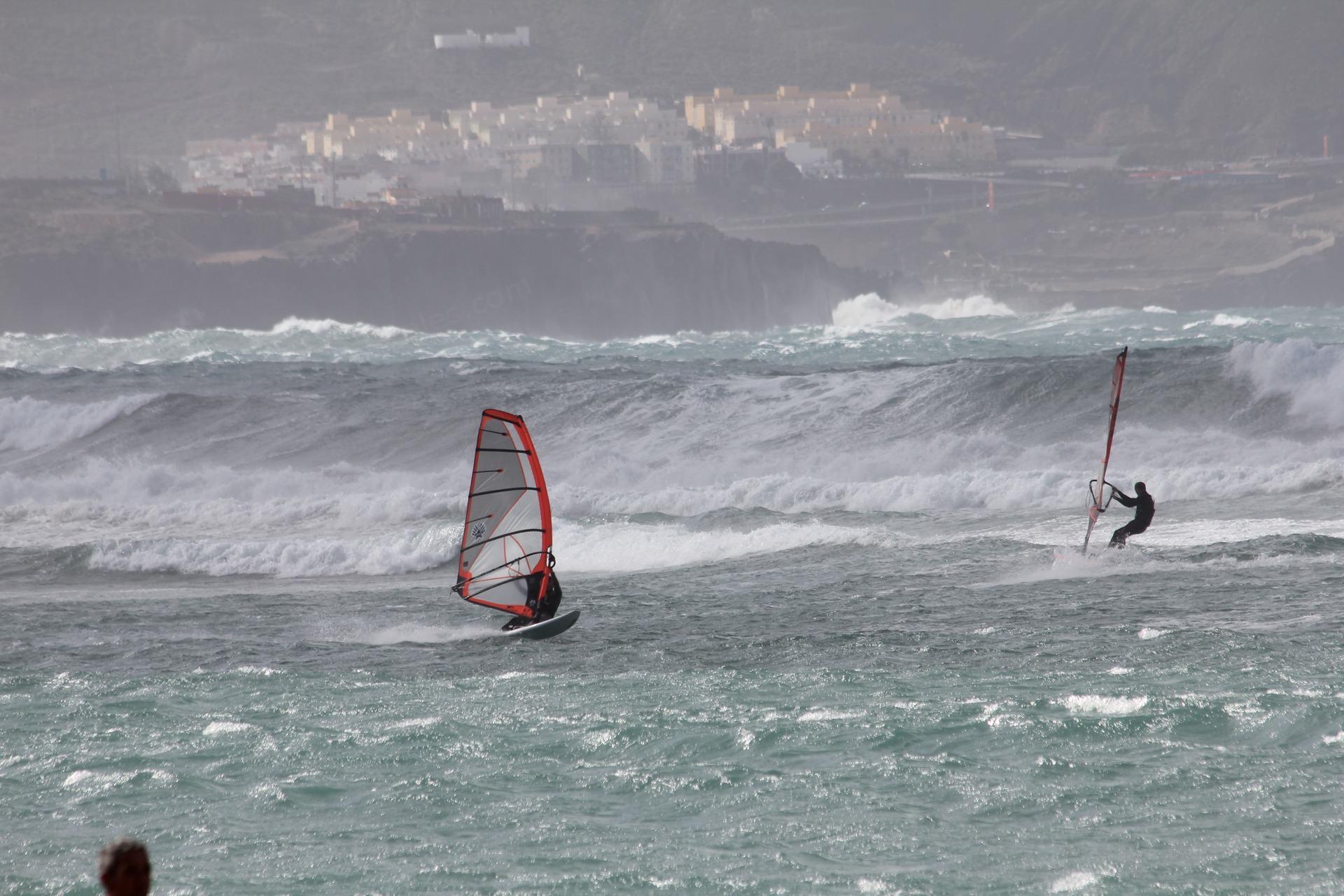 Vindsurfare och vågor, Gran Canaria
