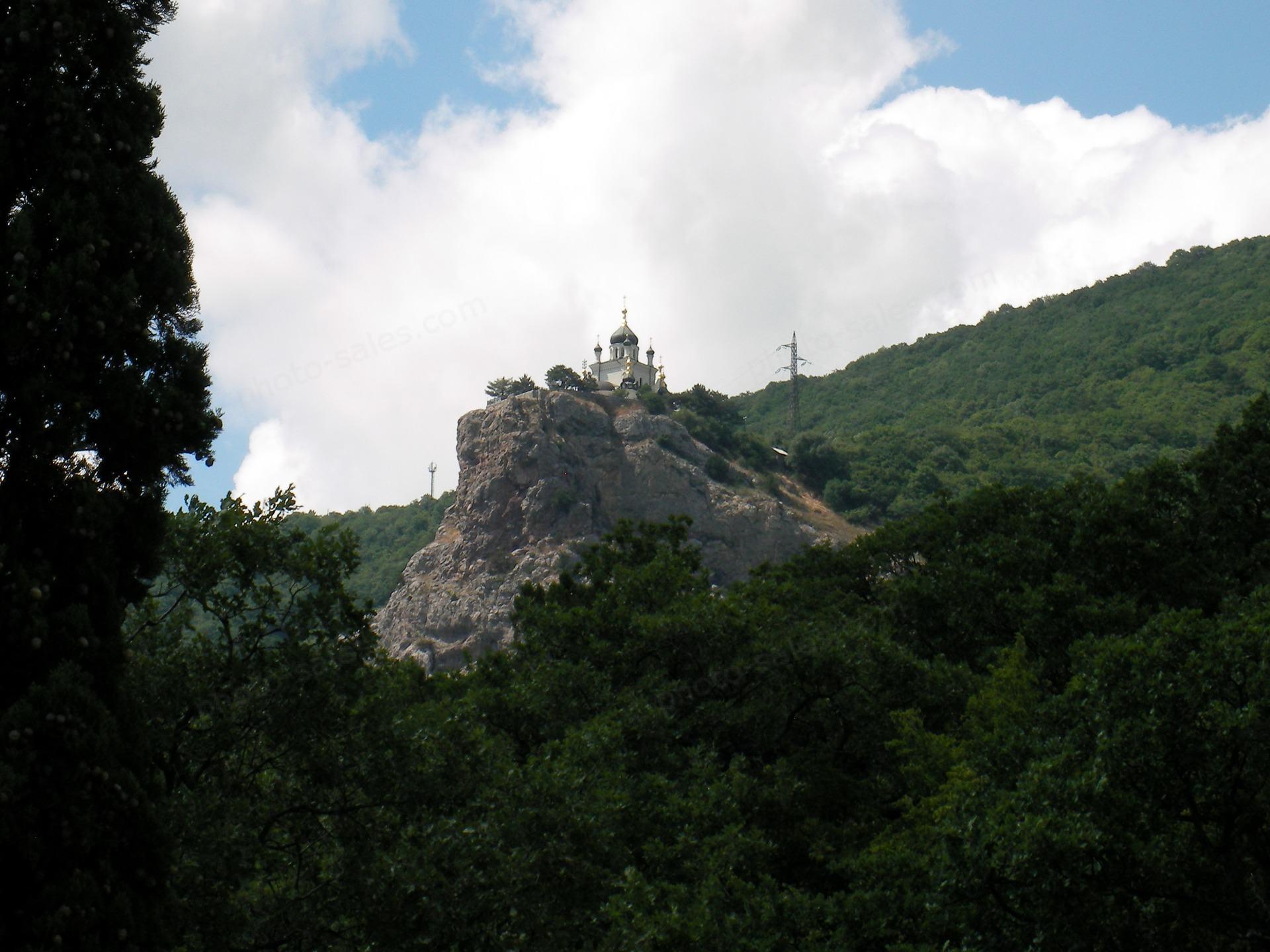 Templom egy szikla tetején közelében Forosz Krím