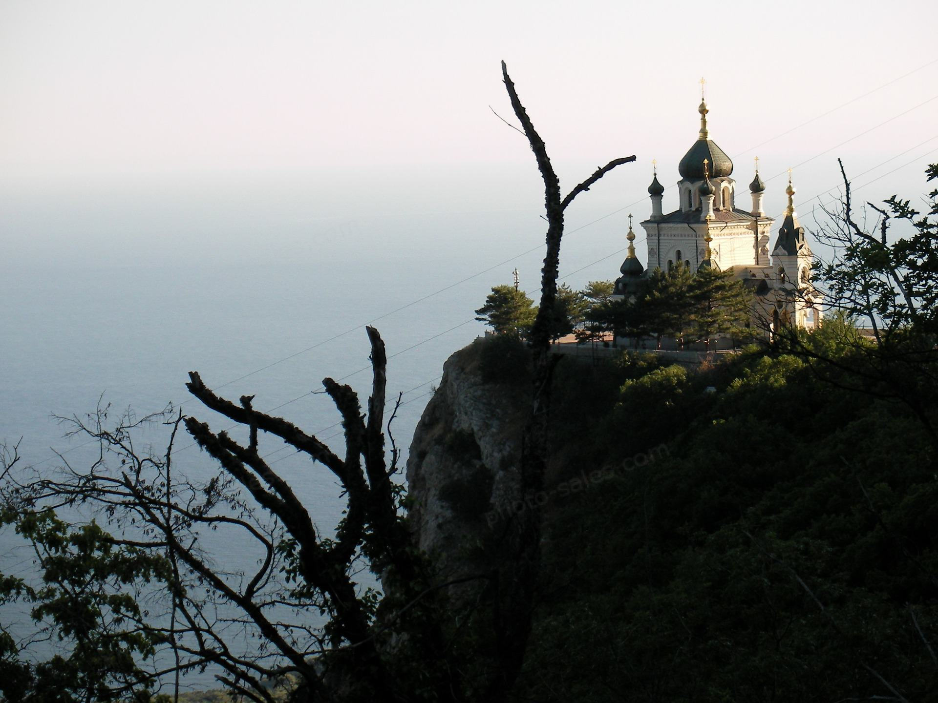 चट्टान पर चर्च