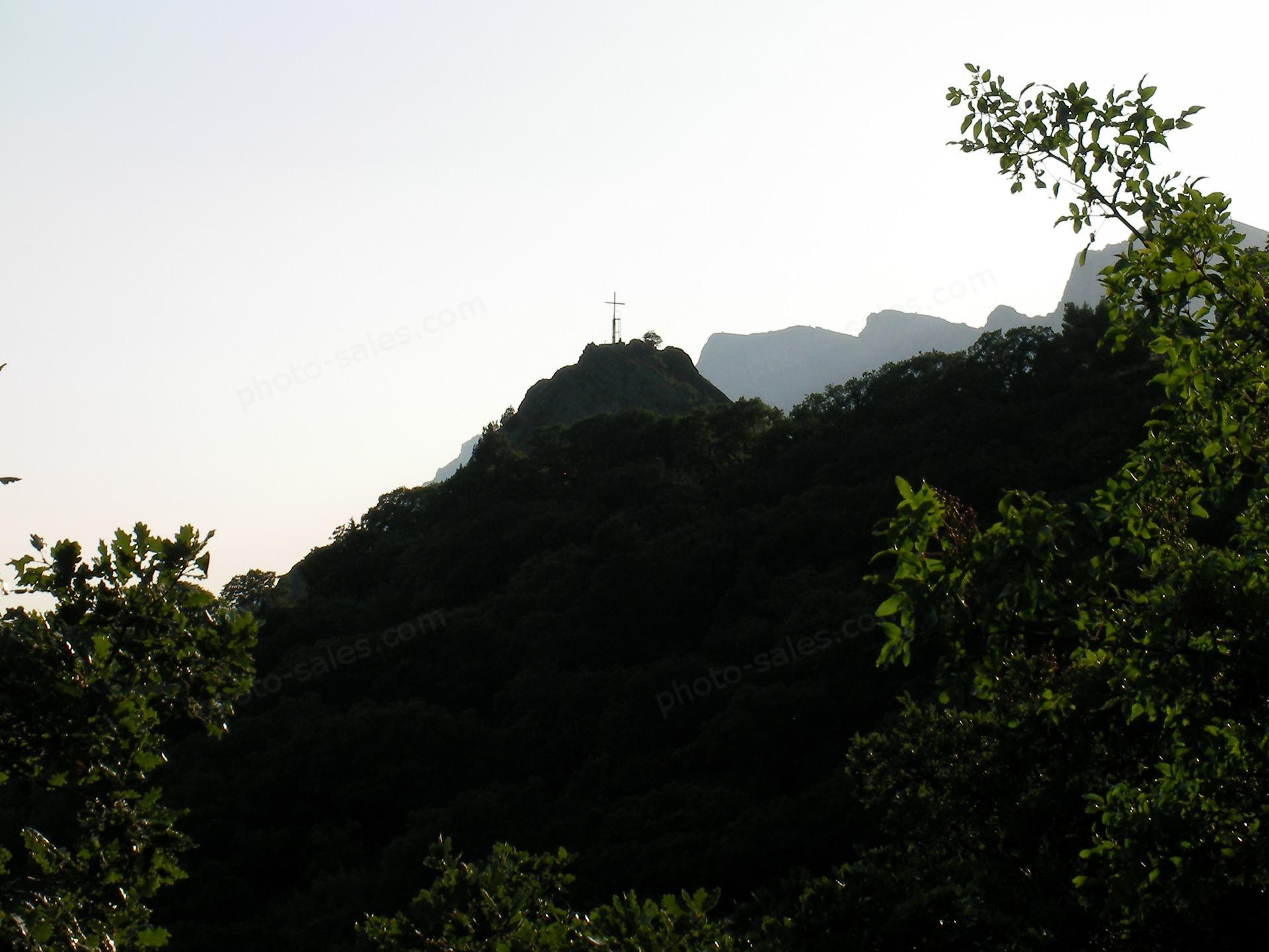 Кръст на планина