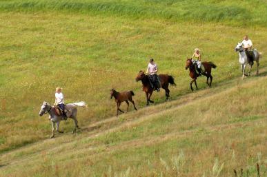 Մարդիկ, ձիերով