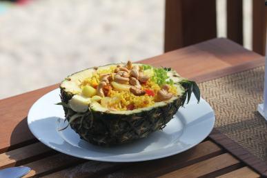Ananas kızarmış pilav