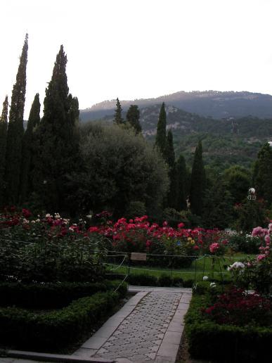 Gül Bahçesi ve dağlar
