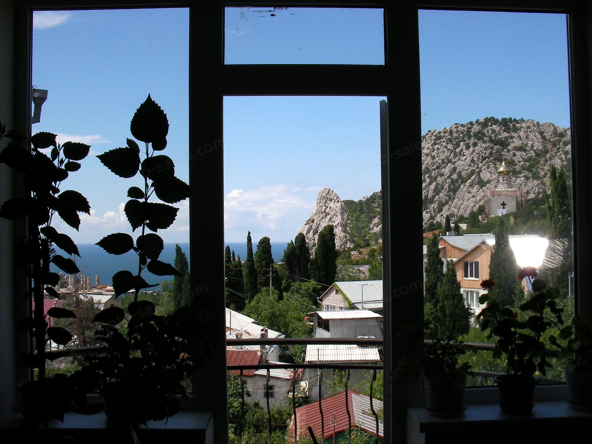 Window ကိုသမုဒ္ဒရာ၏အမြင်နှင့်တောင်များ